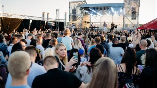 Meras apie Molėtuose rengiamą koncertą: dėl atskiro COVID-19 židinuko neturėtų sustoti visas gyvenimas