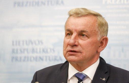 Ministras: steigiant valstybinį banką svarstomas ir banko pirkimas