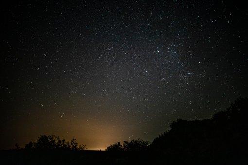 Rugpjūčio dangus: nuo meteorų lietaus iki ryškių planetų