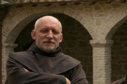 Nuo koronaviruso miręs brolis kunigas Arūnas Brazauskas bus laidojamas Kretingoje