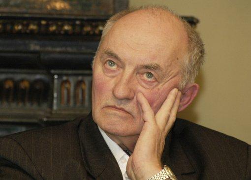 Mirė poetas ir vertėjas Aleksas Dabulskis