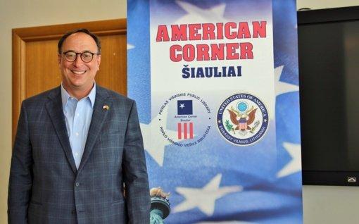 JAV ambasadorius apie virš Šiaulių skraidančius naikintuvus: tai – gražus garsas