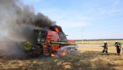 Kupiškio rajone degė kombainas