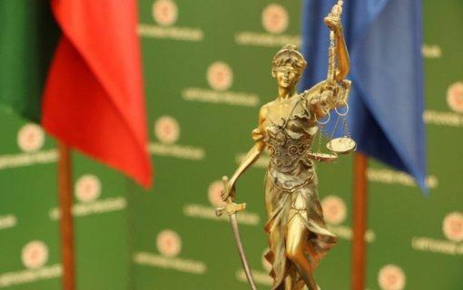 Į teisiamųjų suolą sės 3 kapų išniekinimu kaltinami vyrai