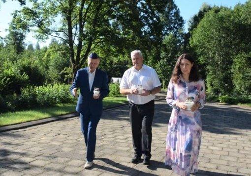 Biržų rajono vadovai pagerbė Holokausto aukas