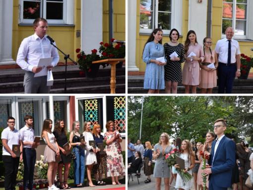 Rygiškių Jono ir Sūduvos gimnazijų abiturientams įteikti brandos atestatai