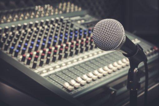 """Koronavirusas nustatytas radijo stoties """"Power Hit Radio"""" darbuotojui, komanda izoliavosi"""