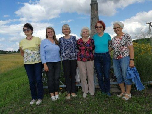 Ignalinos ir Utenos krašto laikmečio liudininkai: kryžiai, stogastulpiai, koplytėlės