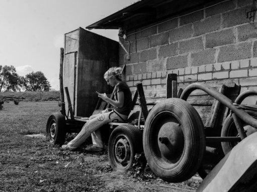 17-ojo KAUNAS PHOTO preliudijoje: braziliškos įžvalgos apie Kražių kasdienybę