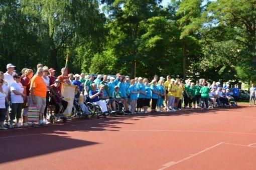 Neįgalieji varžėsi sporto šventėje