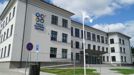 """Šiaulių kultūros centre atstatomas sugriuvęs """"dangus"""" (vaizdo įrašas)"""