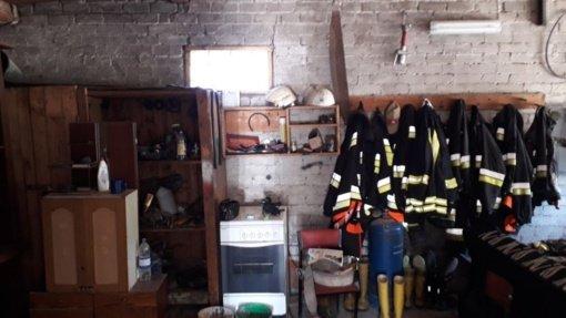 Stakliškių ugniagesiai ilsisi garaže ir iki šiol naudojasi išviete