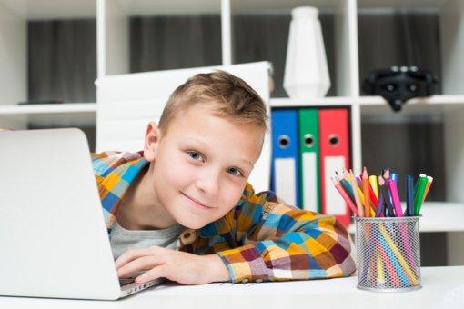 Kaip padėti vaikams saugiai mokytis internete?