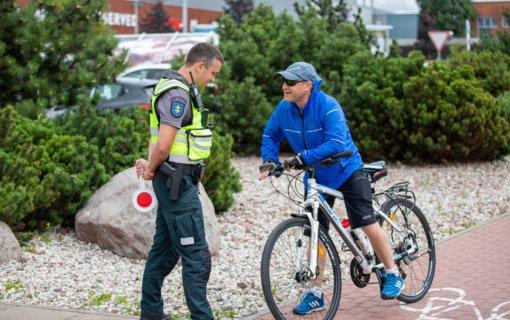 Pareigūnai vėl tikrino, ar klaipėdiečiai saugiai važinėja dviračiais ir paspirtukais