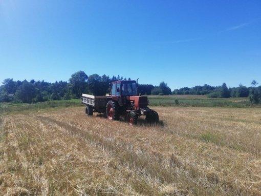 Biržų rajone padegtas traktorius