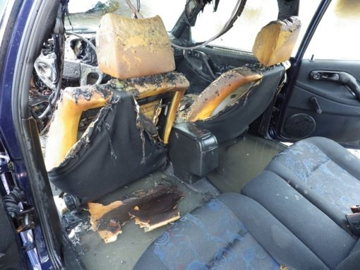 Naktį Utenoje sudegė automobilis