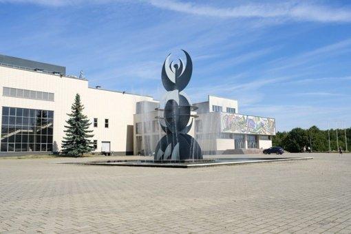 Ilgus metus be gyvybės ženklų šalia Alytaus sporto ir rekreacijos centro stovėjęs fontanas veikia!