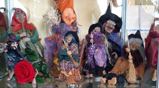 Bibliotekoje – kolekcinė raganaičių paroda