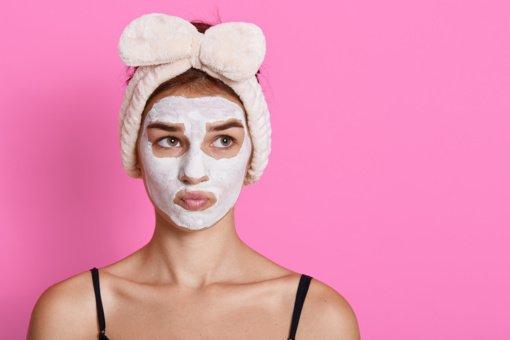 Dėvint kaukes išsausėjo veido oda? Padėti gali tinkamas kremas