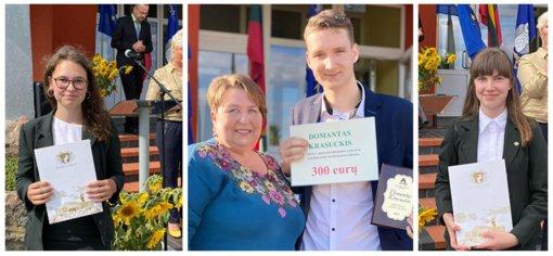 Radviliškio rajono abiturientams įteikti atestatai
