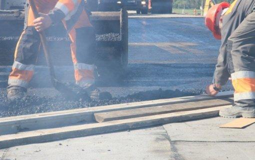 Ruošiantis asfaltuoti kelią į Aluoną, prokurorai dar svarsto lėšų skyrimo teisėtumą