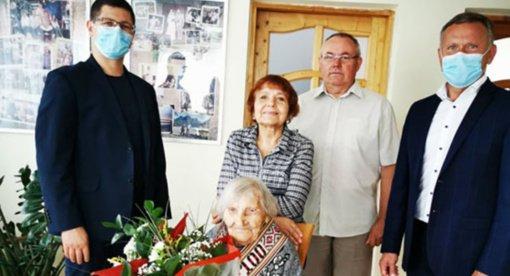 Nuoširdžiausi linkėjimai dovanoti šimtametei