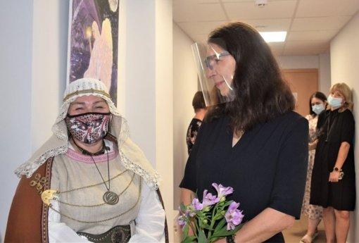 """Biržų rajone buvo atidaryta tapybos darbų paroda """"Vakaro pašnekesiai su drobe"""""""