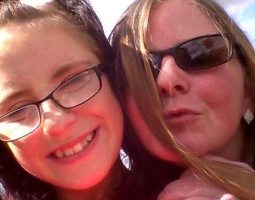 Motina užrakino mirštančią dukrą namuose ir išėjo į barą