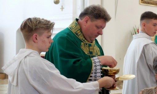 Katedroje prisiekė naujasis klebonas ir dekanas