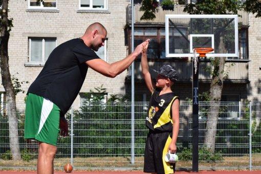 Tautvydas Lydeka surengė treniruotę jauniesiems Varėnos krepšininkams