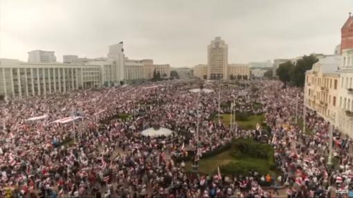 Į Minsko centrą, kur vyksta mokytojų ir studentų protestai, vežama specialioji technika