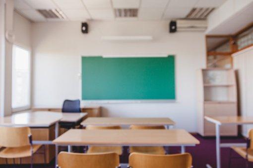 Jurbarko gimnazistai su sprendimu mokytis nuotoliniu būdu nesutinka – rengiasi piketui