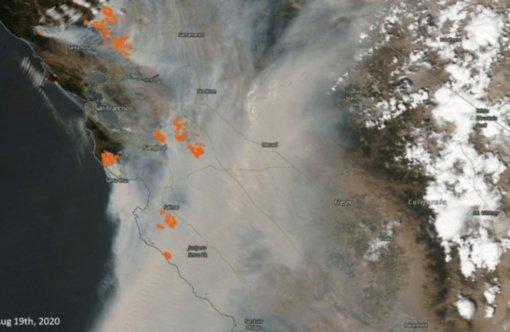 Dūmai iš pragaištingų Kalifornijos gaisrų juda Europos link