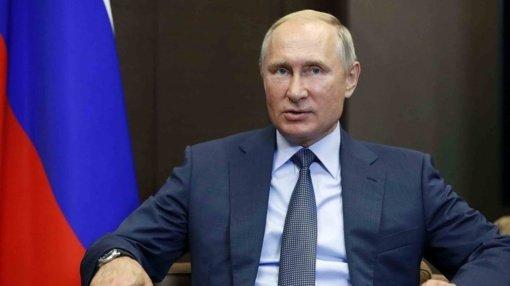V. Putinas žada karinę paramą A. Lukašenkai