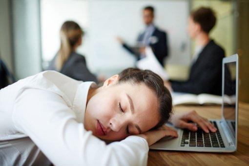 Kokių vitaminų ir mineralų trūksta organizmui, jei nuolat norisi miego?