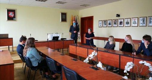 Savivaldybės meras pasveikino geriausius rajono abiturientus
