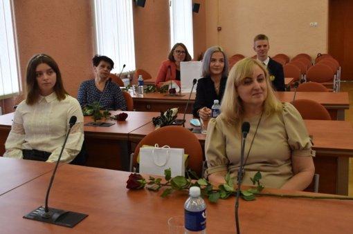 Savivaldybėje pagerbti šimtą balų iš valstybinių brandos egzaminų surinkę abiturientai ir jų mokytojai