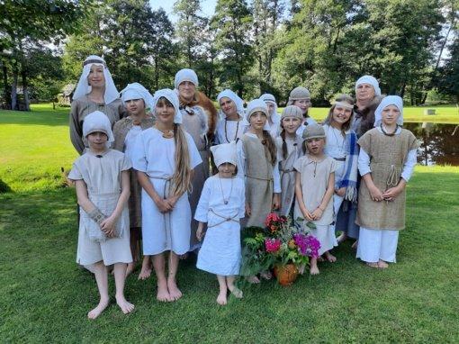 """Įsimintina Kazlų Rūdos savivaldybės VDC vasaros stovykla – sodyboje """"Gervių giesmė"""""""