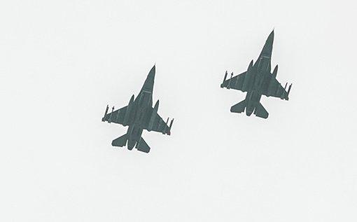 NATO naikintuvai aštuonis kartus kilo lydėti Rusijos karinių orlaivių