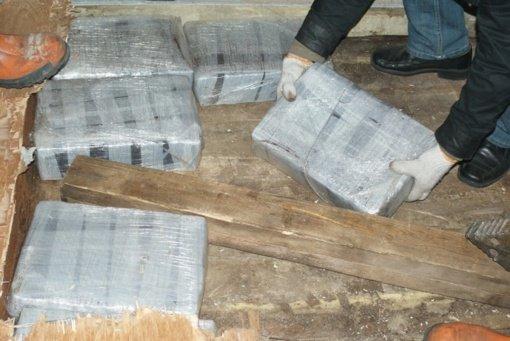 93 kilogramų hašišo gabenusiems asmenims skirtos dešimties metų laisvės atėmimo bausmės