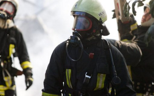 Slabados kaime gausios ugniagesių pajėgos gesino gaisrą medžio apdirbimo ceche