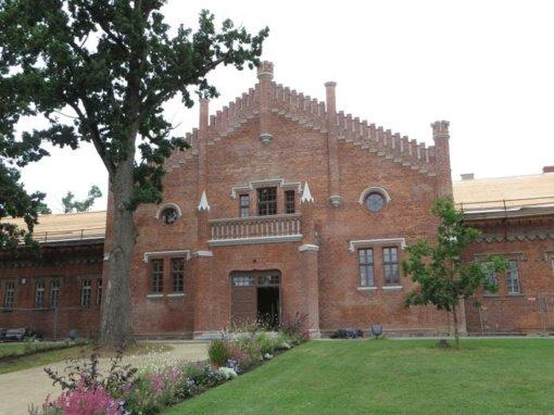 Restauruotas M. Oginskio žirgyno pastatas