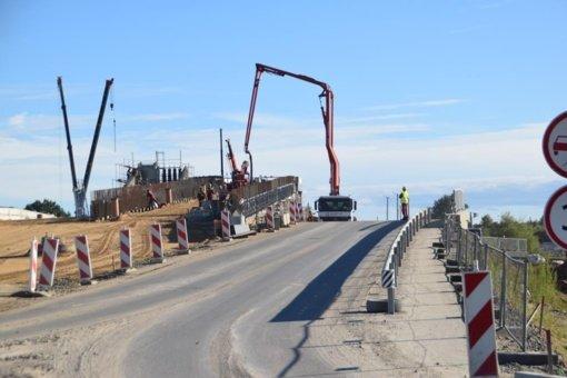 Uždaromas eismas – vyksta baigiamieji viaduko statybos darbai