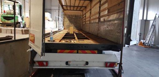 Medininkuose ir Raigarde sulaikyti trys vilkikai su 1,5 mln. eurų vertės rūkalais