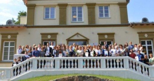 Kviečia į Vilniaus rajono savivaldybės geriausių mokinių iškilmingą apdovanojimo ceremoniją