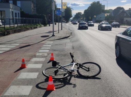 Šiauliuose automobilis partrenkė dvylikametį dviratininką