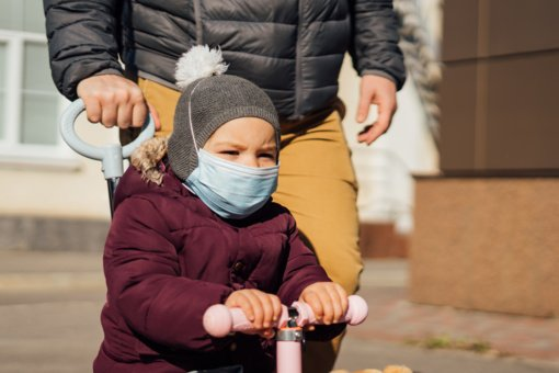 Pusė naujų COVID-19 ligos atvejų – židiniuose
