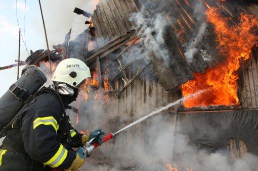 Artėjantis šildymo sezonas primena apie gaisrus: didžiausią pavojų kelia netvarkingos krosnys ir neatsargus rūkymas
