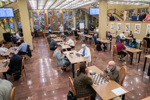 """Įteikti šachmatų varžybų """"Seimo taurė - 2020"""" apdovanojimai"""