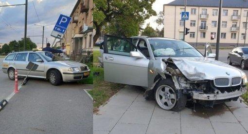 """K. Baršausko gatvėje – smarkus """"BMW"""" ir taksi susidūrimas: avarijos kaltininkas dėjo į kojas"""